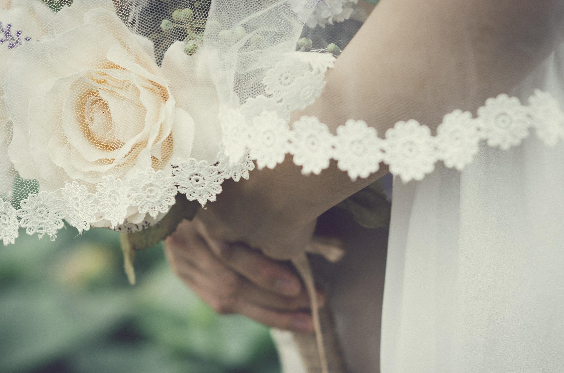 Svatba krajkový závo