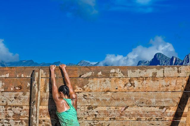 žena u překážky