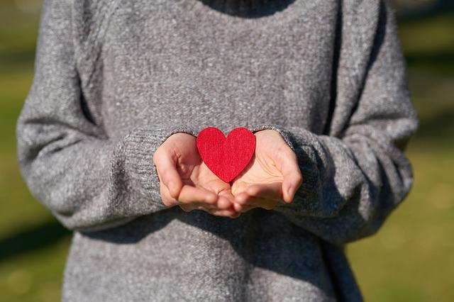 žena a srdce