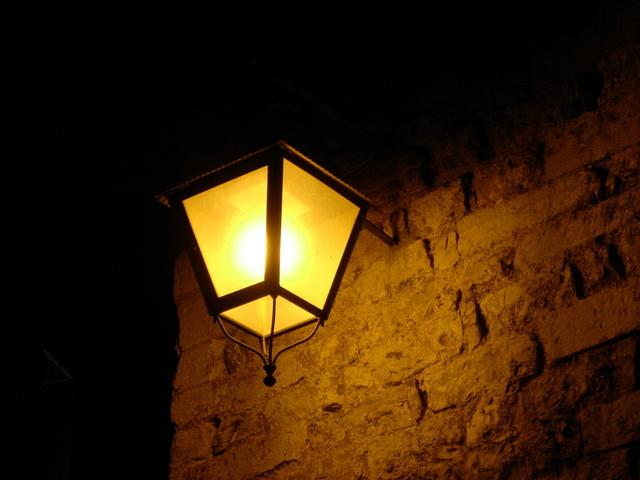 sodíková výbojka pouličního osvětlení